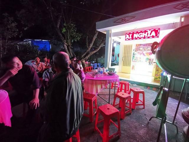 Gia đình tổ chức tang lễ cho em bé xấu số ở Đồng Nai bị súng tự chế bắn chết vào mùng 2 Tết Kỷ Hợi. Ảnh: Zing