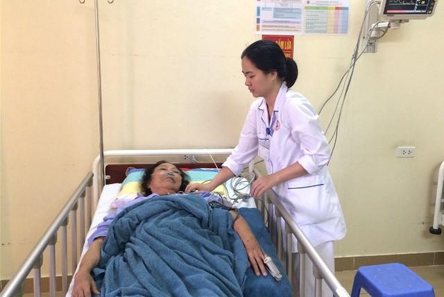 Sau khi được cứu sống sau 2 lần tim ngừng đập, bệnh nhân Mỵ đa tỉnh tảo có thể nói chuyện được