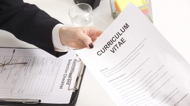 Hãy lựa chọn những gì phù hợp với công việc đang ứng tuyển để viết vào CV. Ảnh: PA Life.