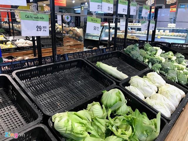 Sau Tết, mặt hàng rau củ quả tại siêu thị chưa đa dạng nhưng sức mua của người tiêu dùng vẫn khá cao. Ảnh: Phúc Minh.