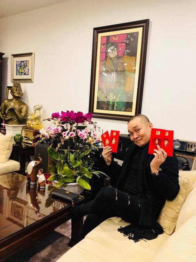 Hiện tại, gia đình anh đang sống trong một căn nhà rộng rãi, khang trang tại Hà Nội. Dù chưa bao giờ công khai chia sẻ về căn nhà này, nhưng qua những hình ảnh Xuân Hinh đăng tải trên Facebook, khán giả cũng phần nào thấy được sự sang trọng của khối tài sản này.