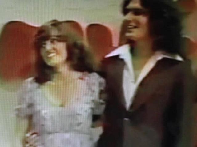 Alcala và ứng viên Cheryl Bradshaw trong chương trình The Dating Game. Ảnh: News.com.au.