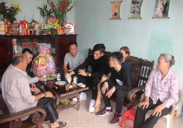 Kỳ nghỉ Tết ý nghĩa của Tiến Linh cùng bố mẹ tại quê nội huyện Cẩm Giàng, tỉnh Hải Dương. Ảnh: Đ.Tùy