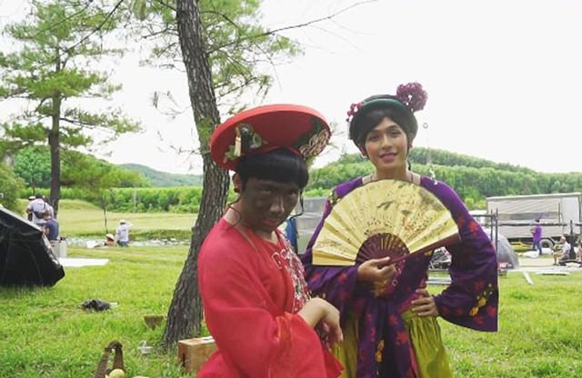 Xẩm của Trấn Thành cải trang thành cô dâu mặt cháy đen thui trong phim.