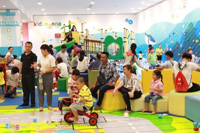 Khu vực vui chơi giải trí dành cho các bé cũng được nhiều phụ huynh lựa chọn trong những ngày nghỉ Tết. Ảnh: Phúc Minh.