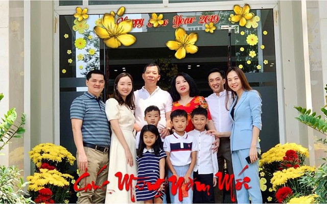 Đàm Thu Trang và Cường Đô La trong ngày đầu xuân bên gia đình doanh nhân phố núi. Hai người đang mong sớm có con chào đời vào năm Kỷ Hợi.
