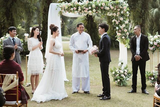 Nam ca sĩ đầu tư một hôn lễ lãng mạn cho MV.