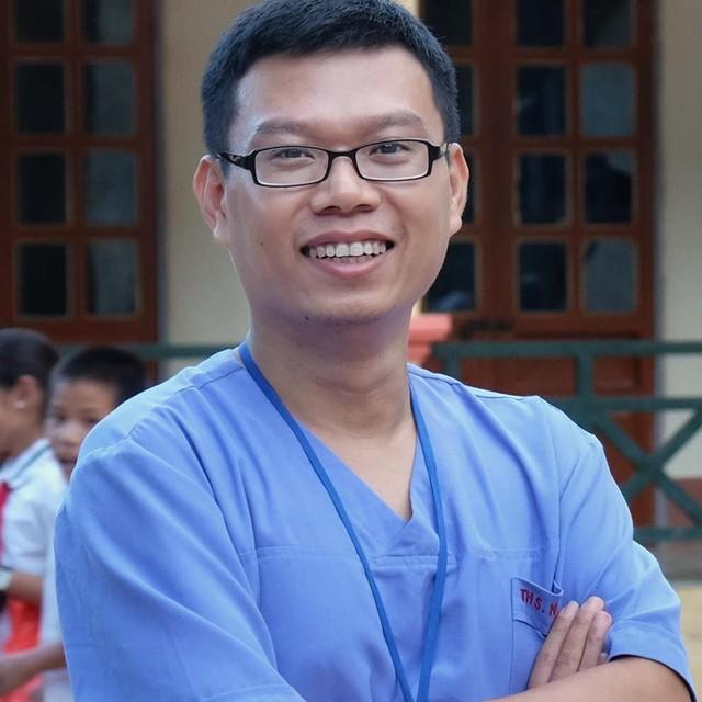 BS Hùng Ngô - khoa Cấp cứu (A9) Bệnh viện Bạch Mai - tác giả cuốn Để yên cho bác sĩ hiền