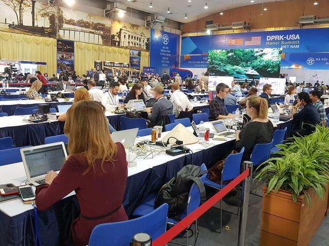 """Trung tâm Báo chí quốc tế luôn được đặt trong chế độ """"mở cửa"""" và sẵn sàng phục vụ phóng viên làm việc 24/24. Ảnh: P.V"""