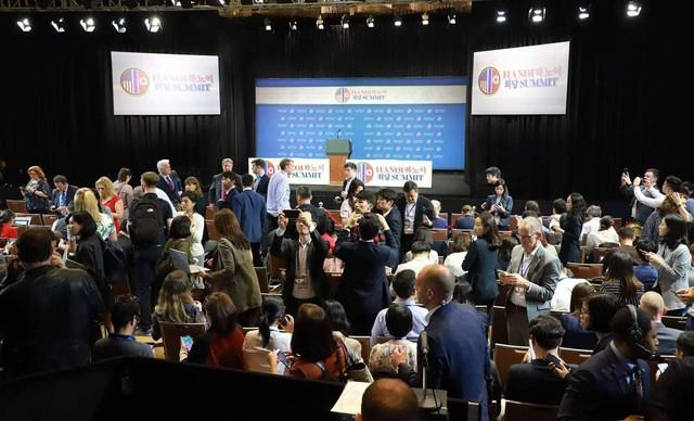 Các phóng viên tác nghiệp tại sự kiện Hội nghị thượng định Mỹ - Triều Tiên lần 2.
