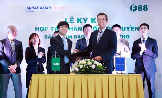 Lễ ký kết hợp tác phân phối độc quyền sản phẩm bảo hiểm nhân thọ