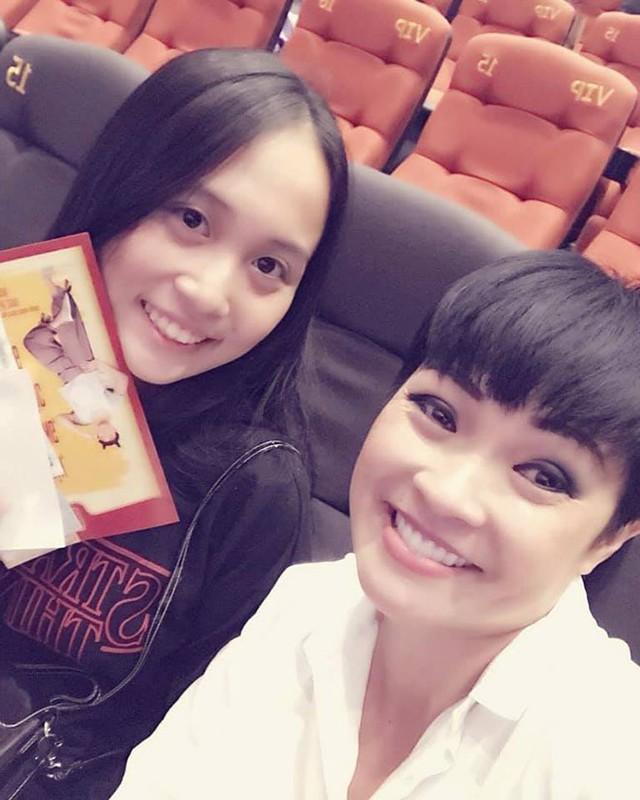 Phương Thanh và cô con gái đầu.