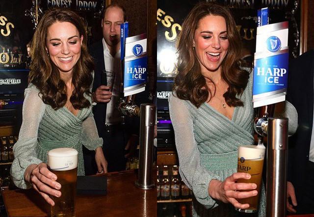 Công nương Kate hào hứng rót bia cho các khách mời có mặt trong sự kiện.
