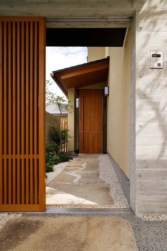 Lối vào nhà mang đến mọi vị khách những cảm nhận ban đầu về gia chủ nên được rất nhiều gia đình quan tâm đến khâu thiết kế và trang trí.