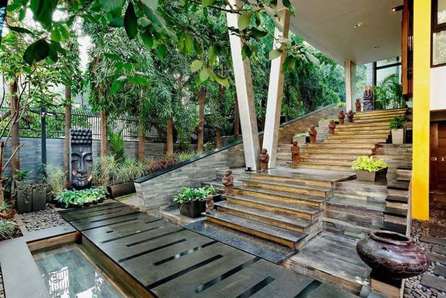 Vẻ đẹp của lối vào nhà đủ khiến mọi vị khách của bạn đều phải choáng ngợp.