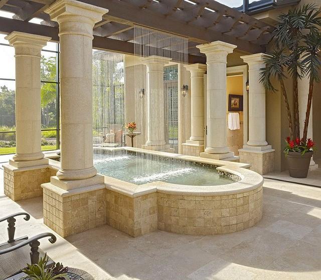 Sự kết hợp của bể bơi và vòi phun nước thẳng đứng sẽ khiến cảm giác cổ điển ngập tràn ở sảnh trước nhà bạn.