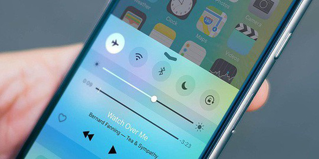 Để độ sáng màn hình hợp lí, phù hợp với môi trường sử dụng. Thường thì chỉ nên để ở mức trung bình trở xuống hoặc chế độ auto, điện thoại tự động điều chỉnh ánh sáng theo vị trí của bạn.