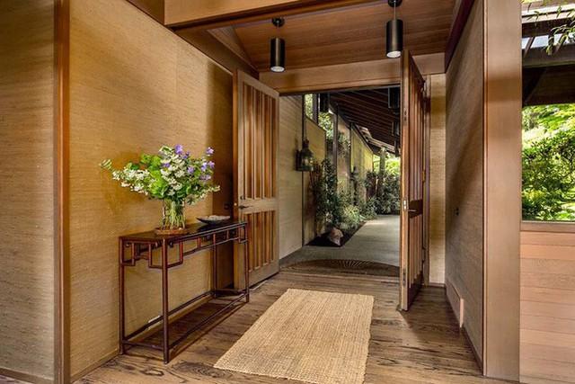Người châu Á có thói quen đặt thảm trải sàn ngay lối vào nhà.