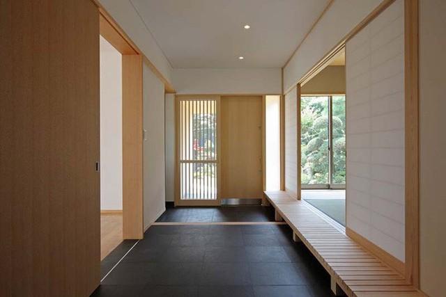 Một lối vào nhà mang nét đặc trưng của phong cách nội thất Nhật Bản.