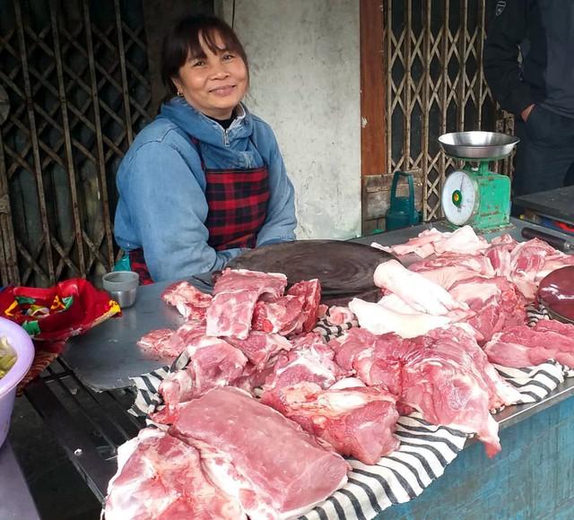 Thịt lợn bán tại các chợ truyền thống vẫn giữ giá như trước lúc có dịch tả lợn châu Phi.