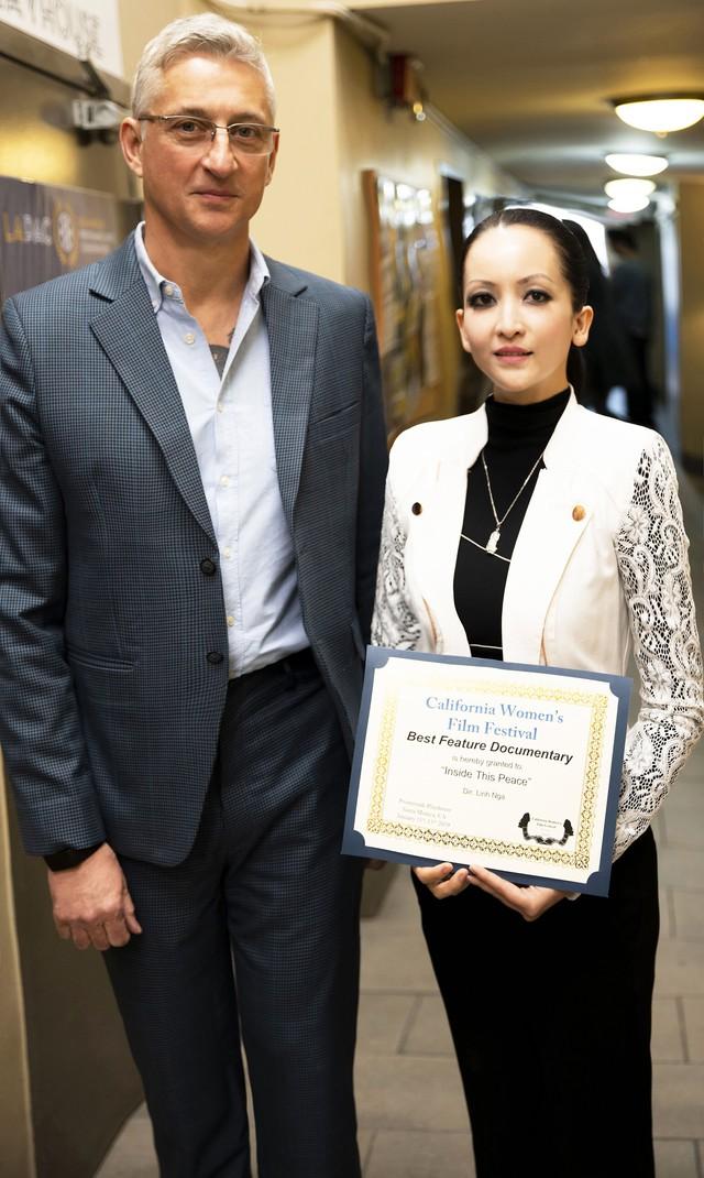 GS Roy Finch và Linh Nga trong ngày nhận giải Phim tài liệu xuất sắc tại California Womens Film Festival 2019