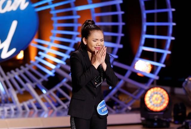 Minh Như xúc động khi được các giám khảo khen ngợi và chính thức lọt top 40 của chương trình