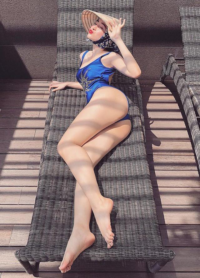 Angela Phương Trinh tiết lộ, cô thường dành 2 tiếng mỗi ngày trong phòng tập để có thân hình hoàn hảo như hiện tại.
