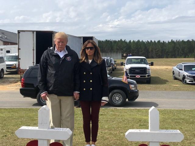 Bức ảnh làm dấy lên nghi vấn đệ nhất phu nhân Mỹ sử dụng người thế thân. (Ảnh: Twitter)