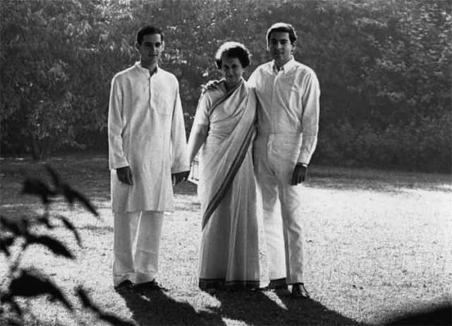 Indira Gandhi và 2 con trai.
