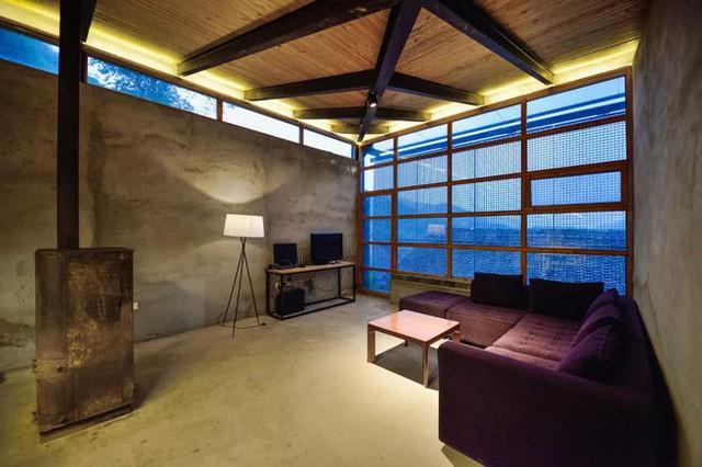 Phòng khách giản dị.