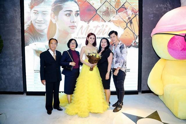 Lâm Khánh Chi chia sẻ cả hai gia đình đều rất yêu thương và ủng hộ vợ chồng cô.