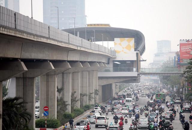 Đường Nguyễn Trãi được mở rộng cách đây nhiều năm để thực hiện dự án tuyến đường sắt trên cao Cát Linh - Hà Đông. Dự tính, đến tháng 4/2019 này tuyến đường sắt sẽ chính thức vận hành phục vụ người dân Thủ đô.