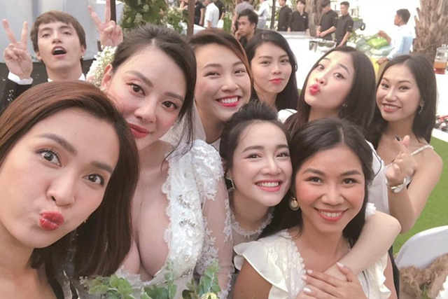Nhã Phương tham gia tiệc cưới của bạn thân
