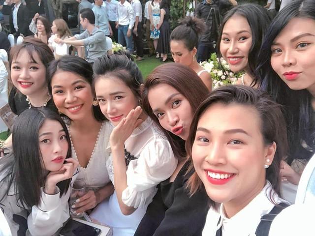 Hội bạn thân của Nhã Phương hội tụ trong tiệc cưới