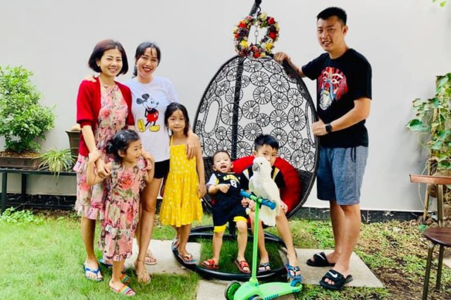 Dịp Tết Nguyên đán vừa qua, Mai Phương tự lái xe đưa con gái đến nhà Ốc chơi. Hai gia đình có một ngày vui vẻ bên nhau.