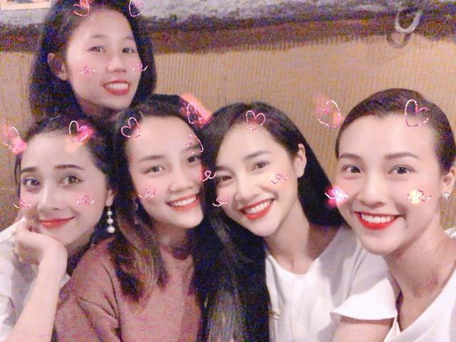 Hội bạn thân của Nhã Phương ai cũng xinh đẹp