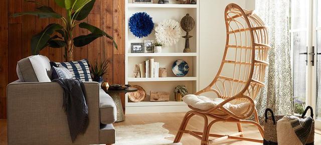 Nếu bạn đang tìm kiếm một bản tuyên bố cho phòng khách của mình, thì không đâu khác ngoài những chiếc ghế mây tự nhiên (Ảnh: Cost Plus World Market).