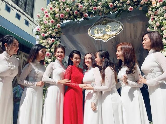 Chị em bạn thân có mặt trong dàn phù dâu xinh đẹp để chung vui với Nhã Phương