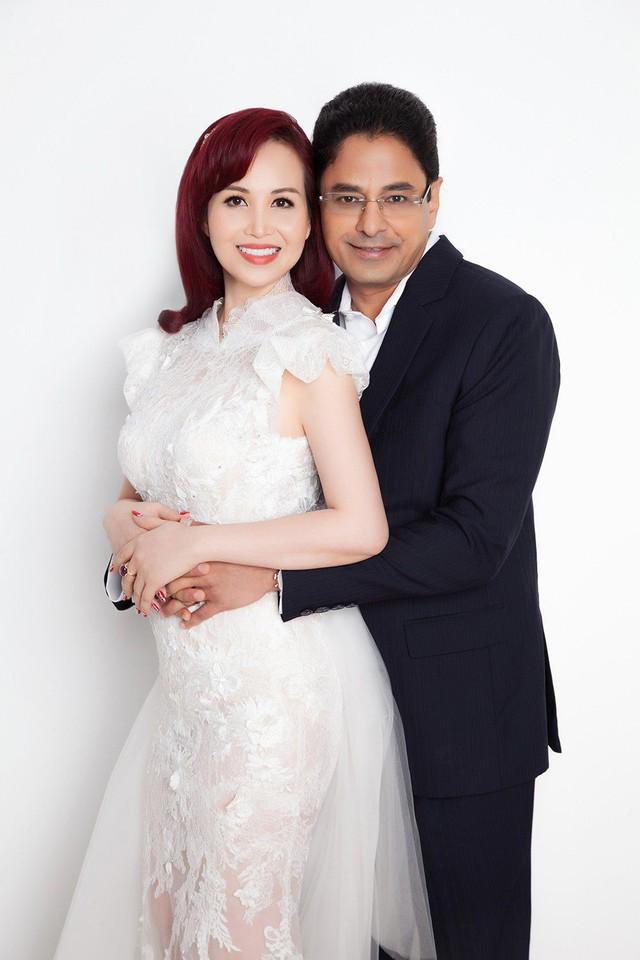 Diệu Hoa kết hôn với doanh nhân người Ấn Độ, Maneesh Dance vào năm 1993. Từ khi lập gia đình, chị không hoạt động showbiz mà dành thời gian vun vén tổ ấm, đồng thời lấn sân kinh doanh, hỗ trợ cho ông xã. Chị đang là giám đốc điều hành một công ty thương mại lớn tại TP HCM.
