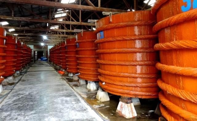 Người dân đồng tình với quyết định tạm dừng công bố dự thảo quy chuẩn về sản xuất nước mắm của Bộ KH&CN. ẢNh: TL