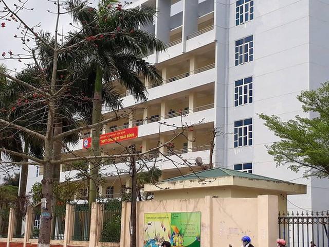 Trường THPT chuyên Thái Bình nơi xảy ra sự việc thầy giáo bị tố gạ tình nữ sinh.