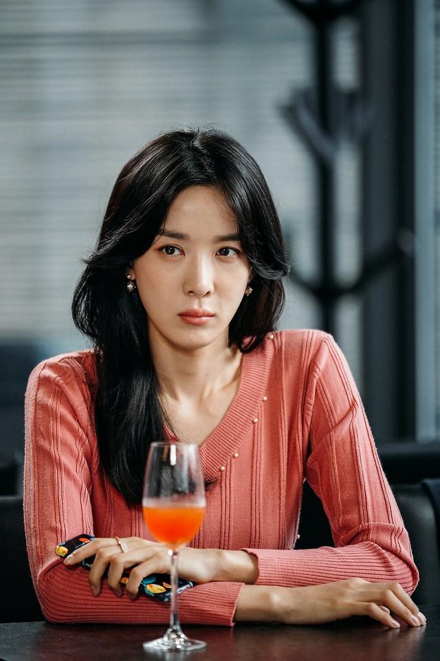 Tên của nữ diễn viên Tiệm mỳ mỹ nam Lee Chung Ah bỗng vọt lên top tìm kiếm hot nhất xứ Hàn suốt đêm nay. Cô bị nghi liên quan đến groupchat tình dục này