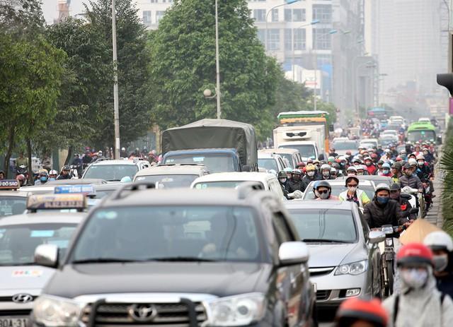 Từ nhiều năm nay, với sự phát triển mạnh mẽ của hàng loạt chung cư dọc các tuyến đường Lê Văn Lương, Tố Hữu, KĐT Mỗ Lao... đã gây áp lực giao thông cho đường Tố Hữu, Lê Văn Lương cũng như Nguyễn Trãi.
