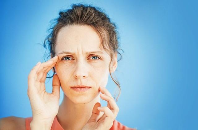 Mệt mỏi, mất tập trung, già trước tuổi…. là những dấu hiệu điển hình cảnh báo môi trường sống của bạn bị thiếu ô xy. Ảnh minh họa