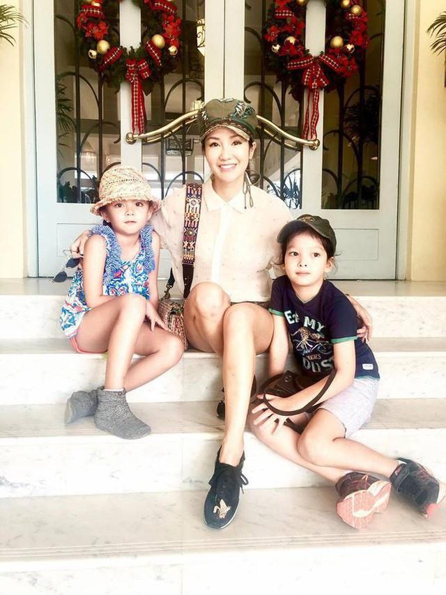 Hồng Nhung chia sẻ, số tiền có vẻ nhiều nhưng chỉ đủ cho hai con học tập tại một trường quốc tế đắt đỏ bậc nhất Sài Gòn.