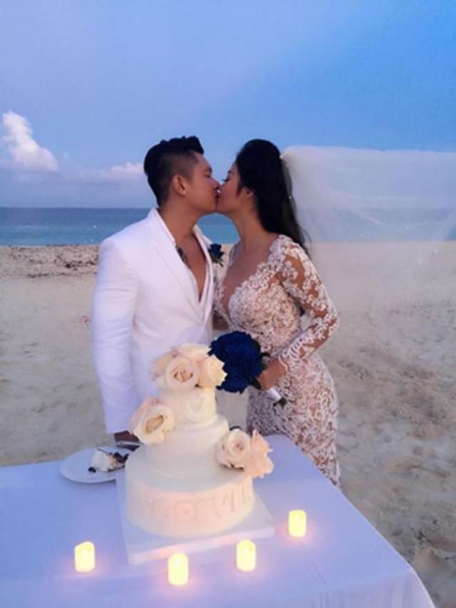Julia Hồ kết hôn với chồng đại gia từ tháng 08/2015 và đã ly hôn vào cuối năm 2017 vì bất đồng quan điểm trong cuộc sống.
