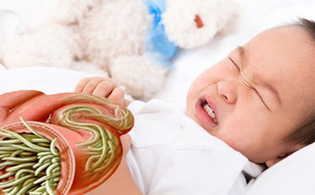 Tẩy giun định kỳ 6 tháng/lần cho trẻ để tránh bị nhiễm giun nặng. Ảnh minh họa