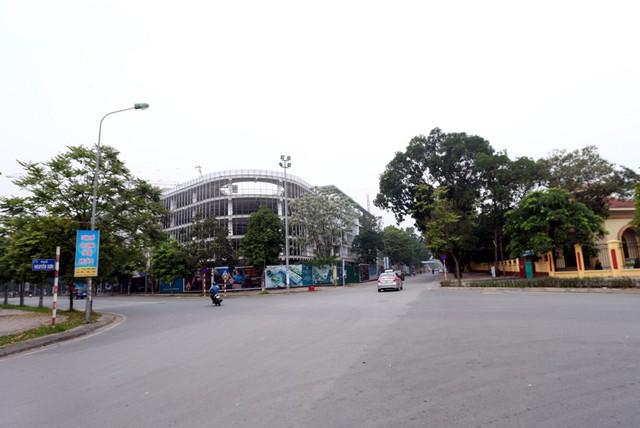 Phố Nguyễn Sơn (quận Long Biên) không có nhiều quán ăn, nhà hàng và hầu hết tập trung đầu tuyến phố khu vực giao với đường Nguyễn Văn Cừ.