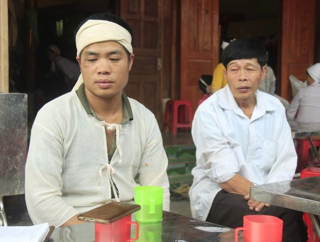 Anh Trương Văn Hiền kể lại sự việc.     ẢNH: V.ĐỒNG