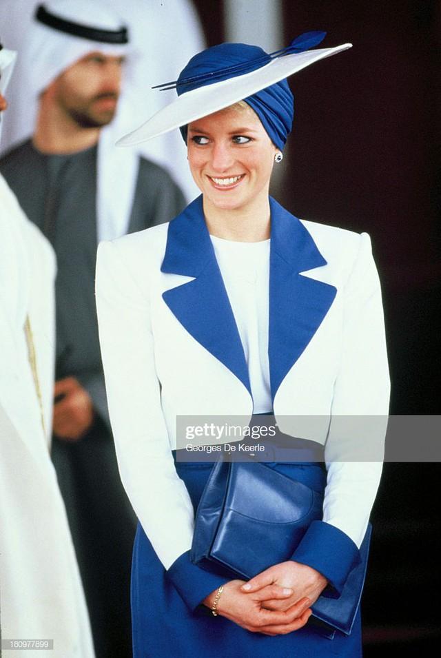 Cá tính của cô ấy rất mạnh mẽ. Diana luôn biết mình muốn gì và không xu hướng thời trang nào có thể thay đổi được gu thẩm mỹ của cô ấy.